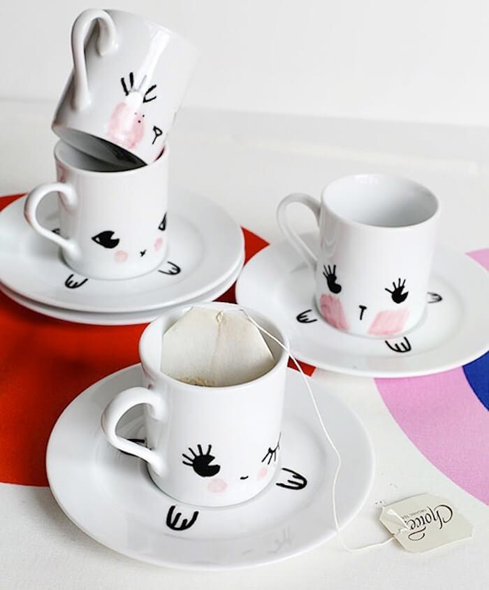 Conception précieuse de tasse à thé et de soucoupe Animoji