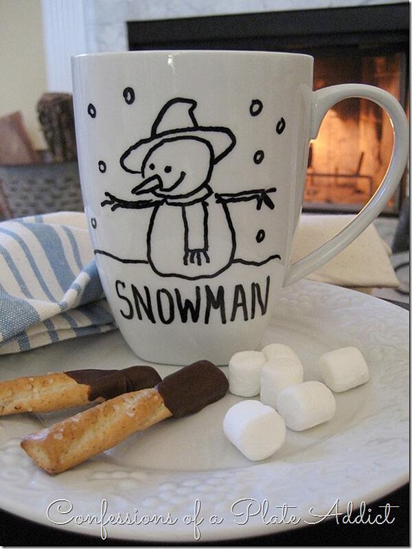 Tasse d'hiver de dessin au trait de bonhomme de neige