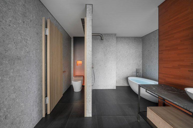 Les salles de bains continuent la même esthétique minimaliste épurée et une magnifique palette de matériaux