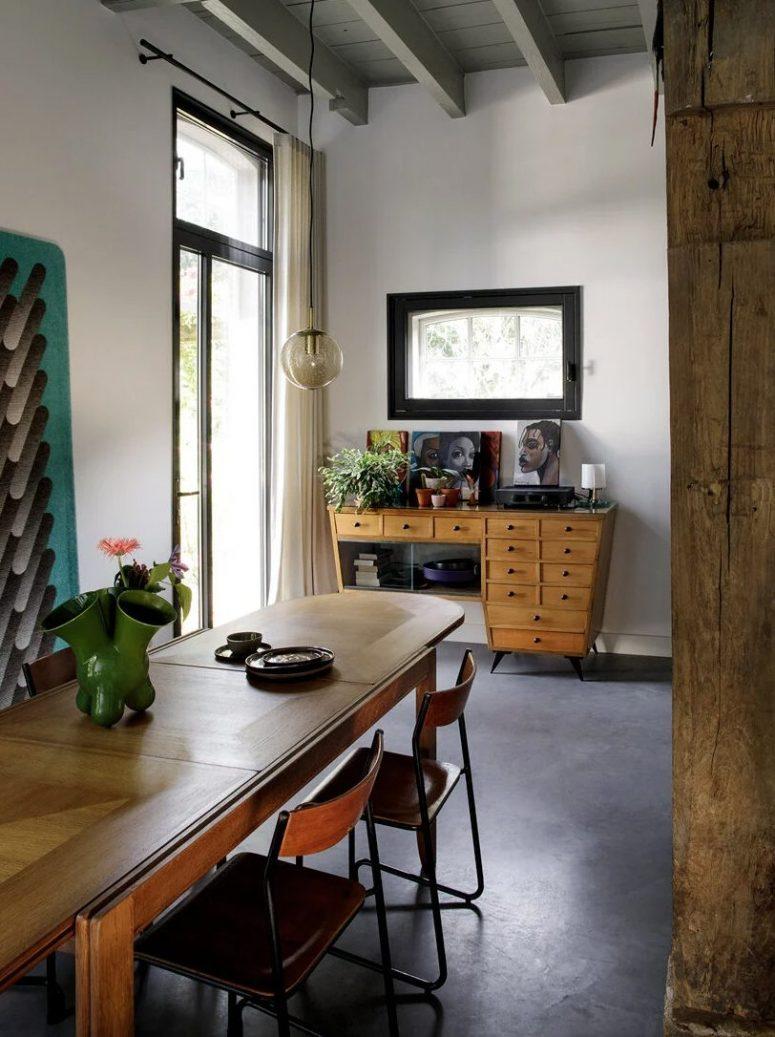 Les meubles et les œuvres d'art sont fantastiques et très exquis, ils créent non seulement un intérieur mais un chef-d'œuvre