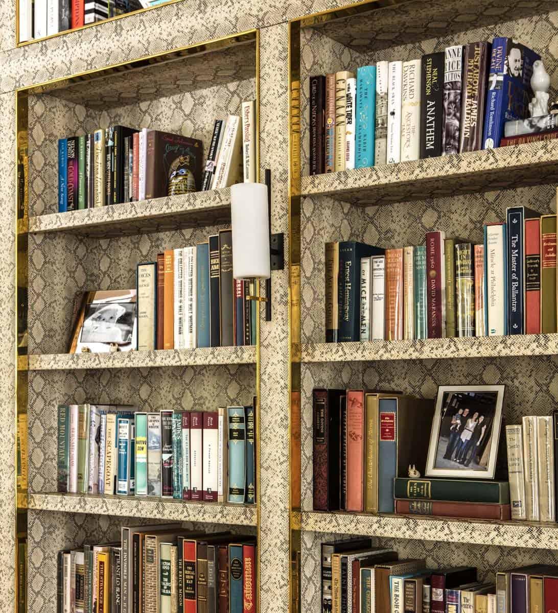 bibliothèque-de-salon-de-style-ferme