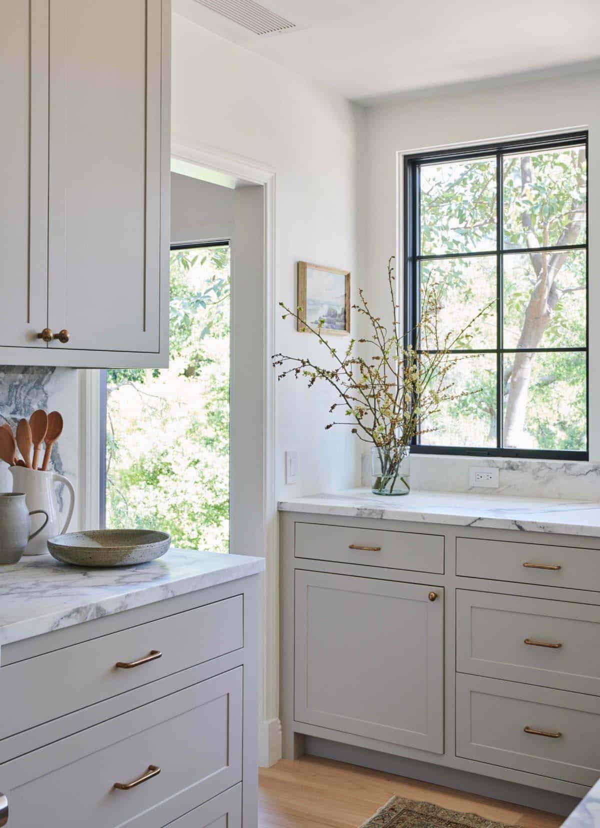 cuisine-moderne-marbre-blanc