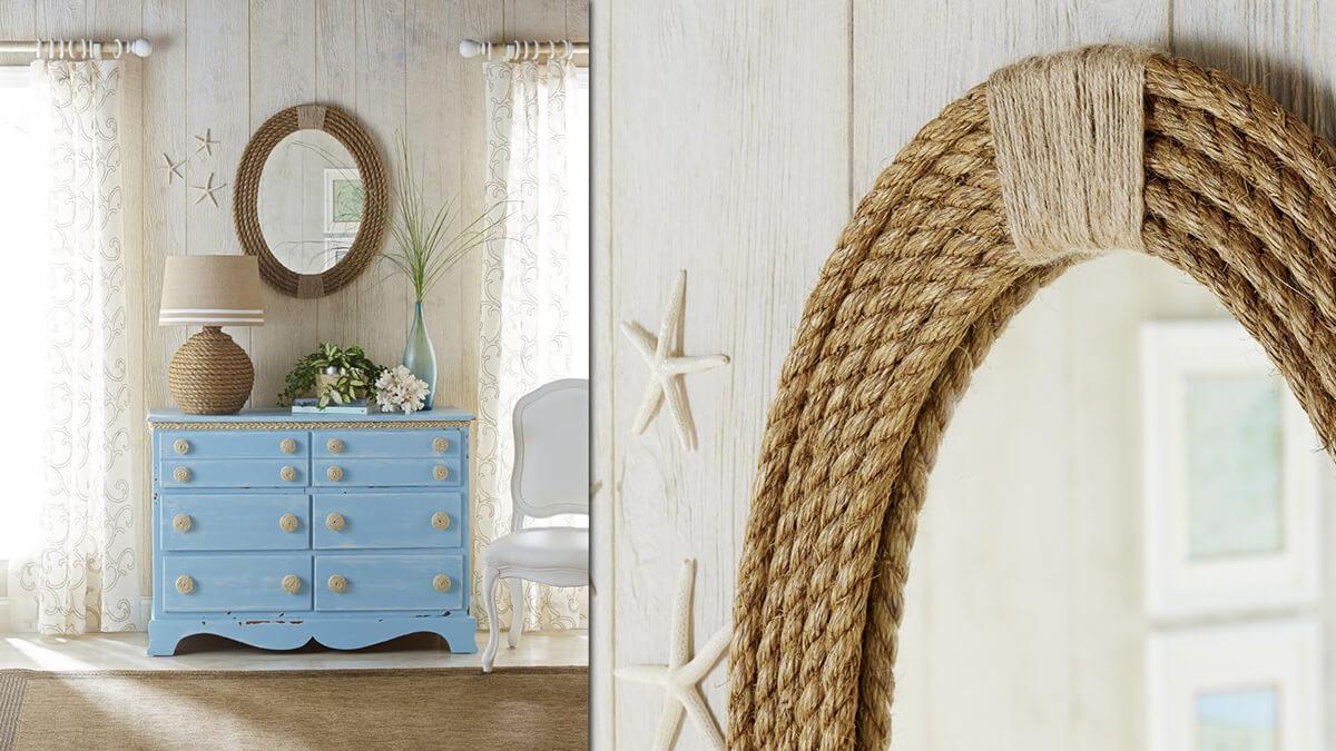 Une chambre sur le thème de la mer avec des accessoires de corde