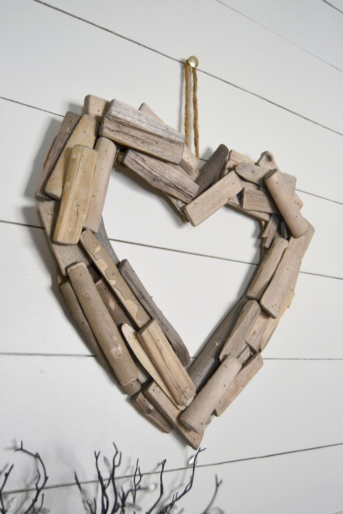 Beau projet de bricolage coeur en bois