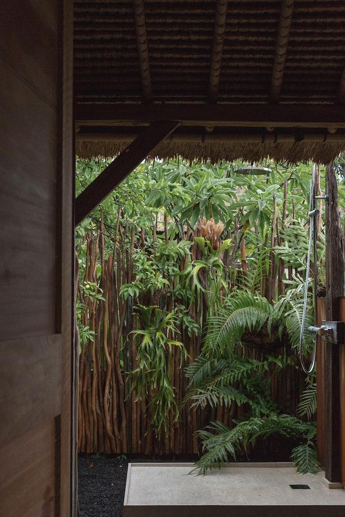 une douche extérieure est un must pour une retraite zen