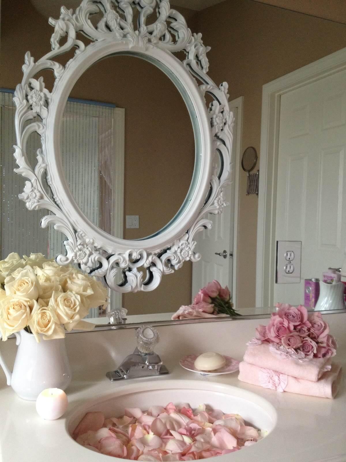 Cadre de miroir au-dessus de l'évier Pretty Vintage