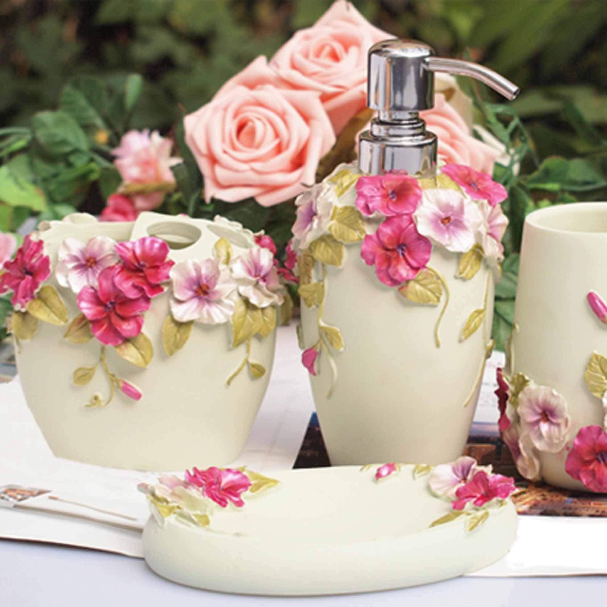 Jolis accessoires de salle de bain design floral