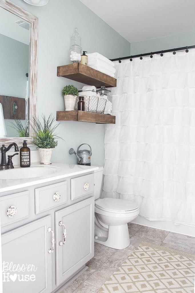 Étagères de salle de bain en bois faciles à bricoler