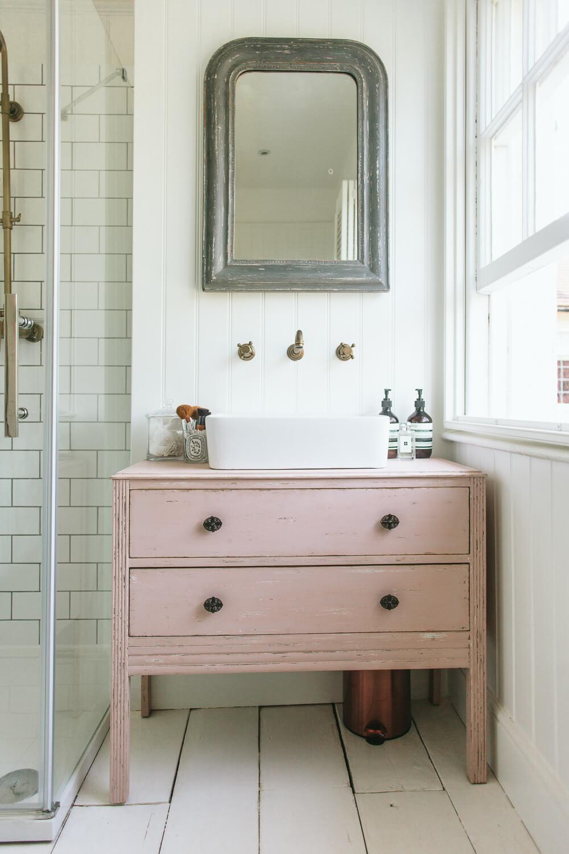 Vanité de salle de bain commode recyclée bricolage