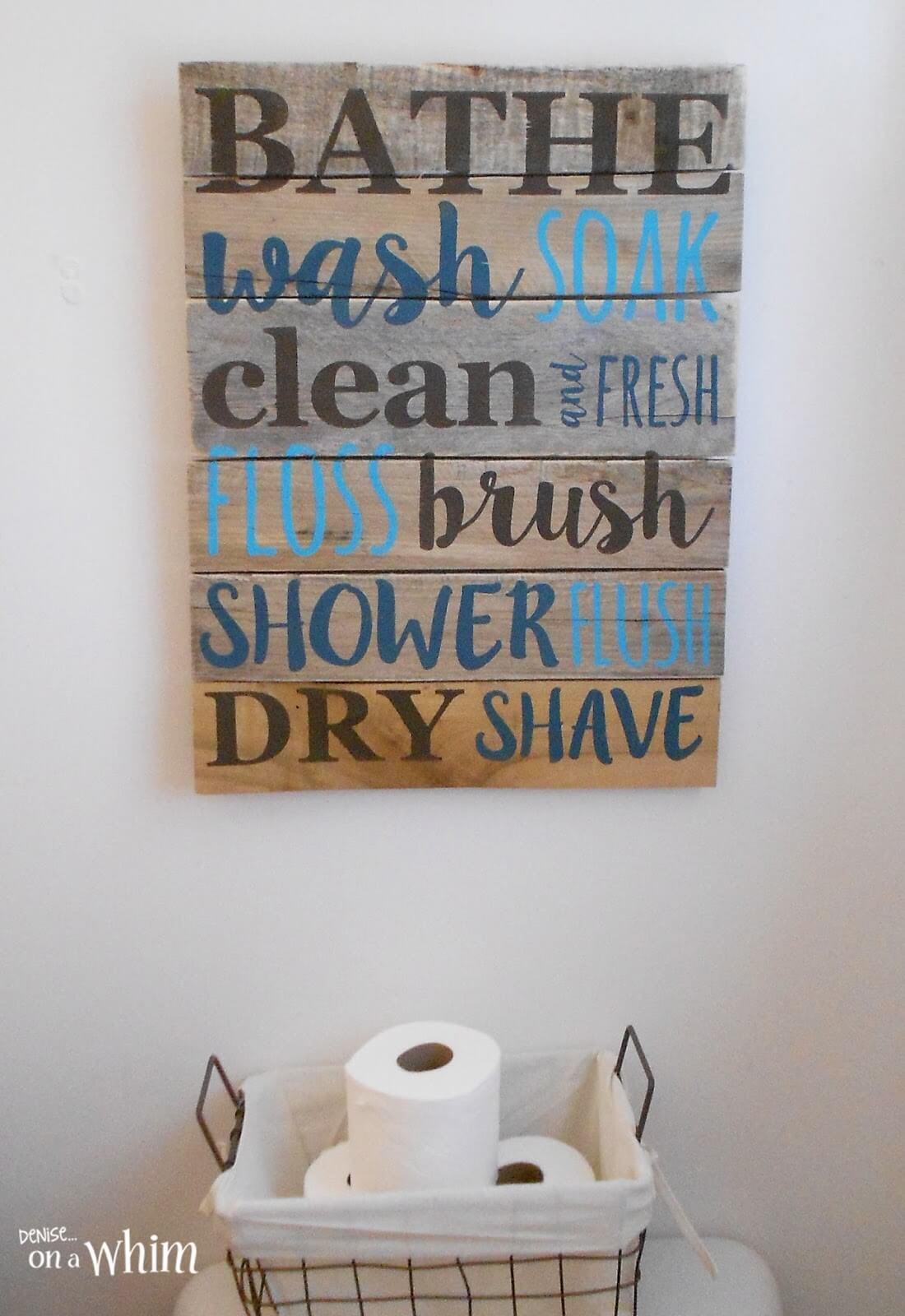 Signe de palette peint à la main de liste de salle de bain