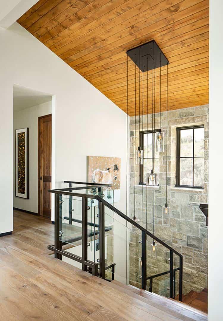escalier-maison-moderne-de-montagne