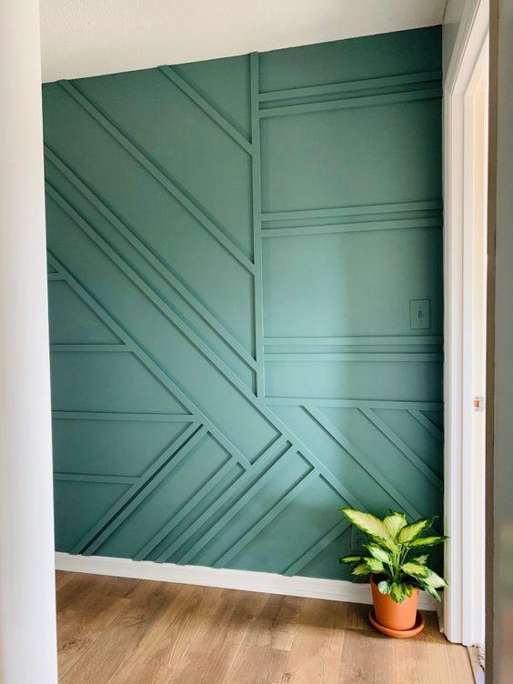 un mur géométrique vert est une option créative de lambris moderne et il ajoutera à la fois motif et couleur à l'espace