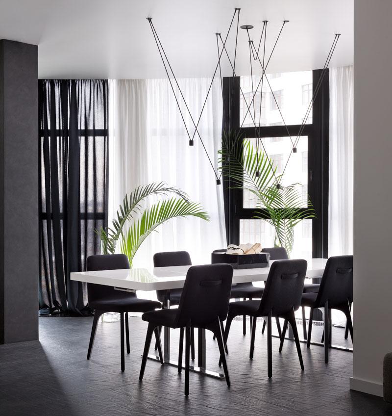 Salle à manger de l'appartement noir et blanc