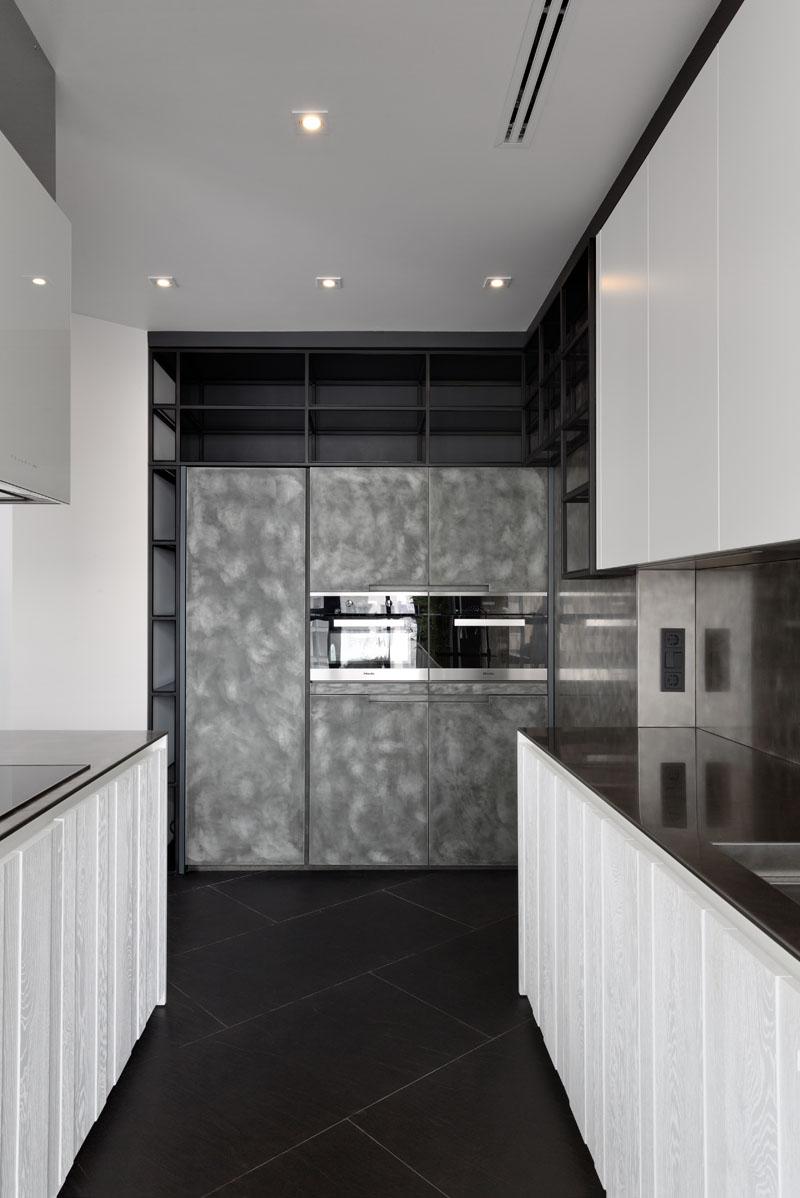 Armoire de cuisine d'appartement noir et blanc