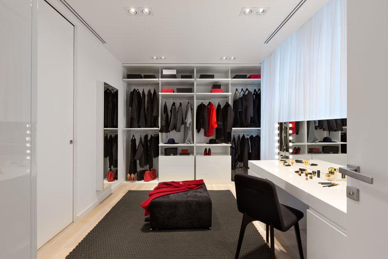 Appartement noir et blanc son placard