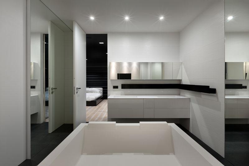 Baignoire d'appartement noir et blanc