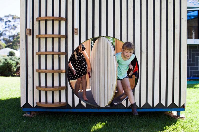 Porte de la maisonnette pour enfants