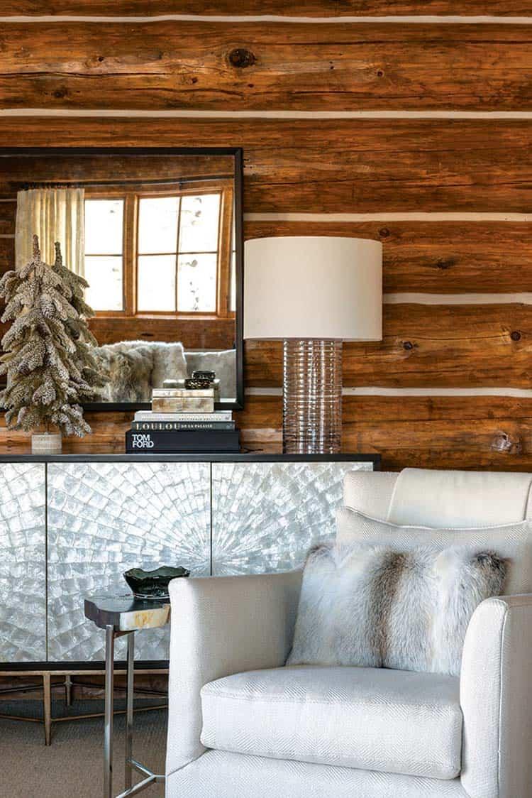 chambre-cabane en rondins décorée de noël