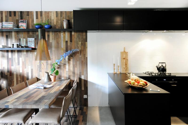 intérieur noir en bois