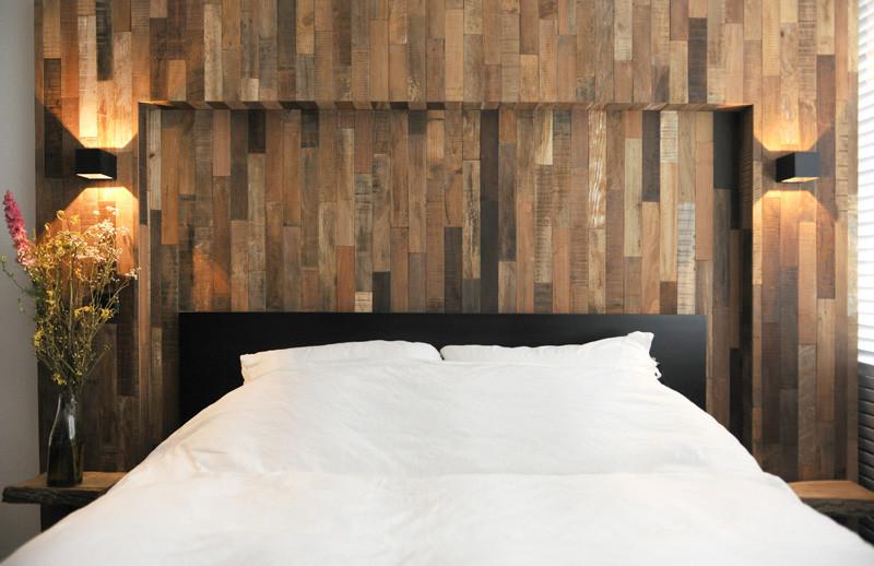 lit intérieur noir en bois