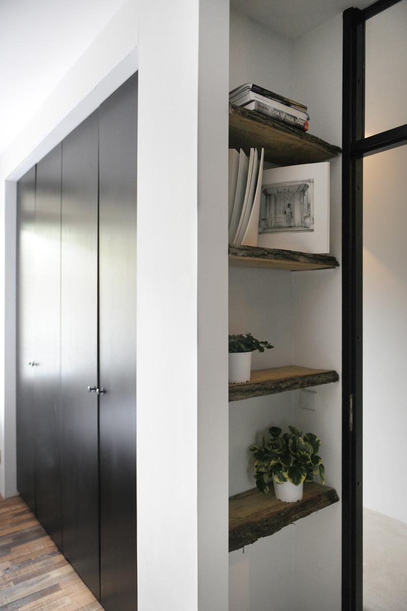 étagère intérieure en bois noir