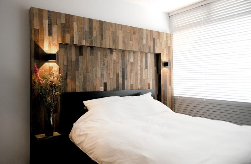 tête de lit intérieure en bois noir