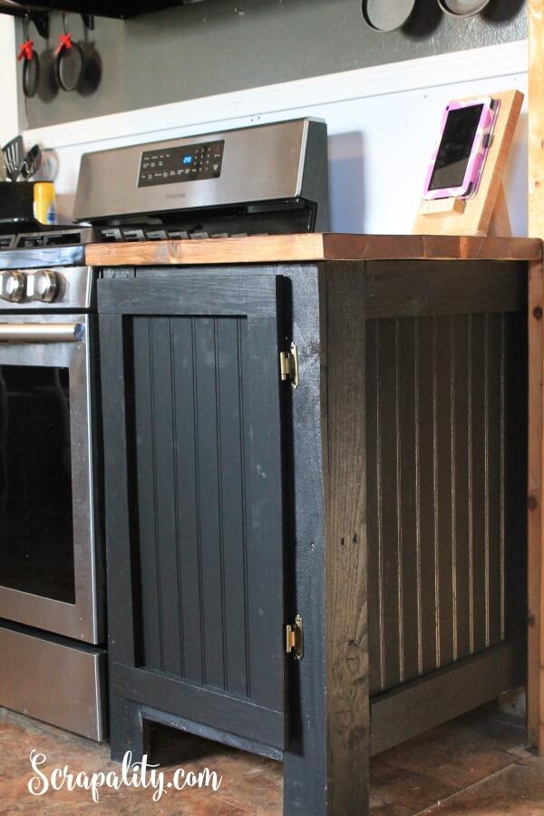 Réutilisation d'une porte d'armoire mise à jour