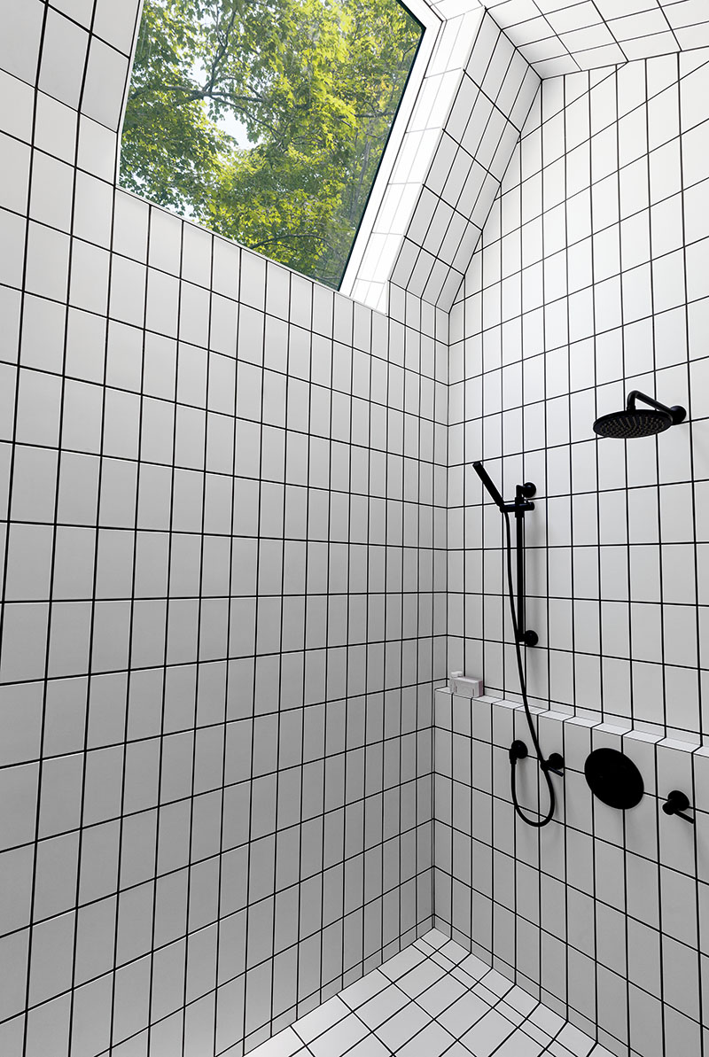 Salle de bain cabine noire