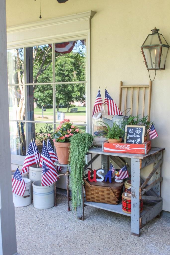 Décor de porche vintage avec une touche patriotique
