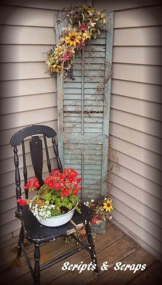 Vieille Chaise, Vieux Volet, Fleurs Fraîches