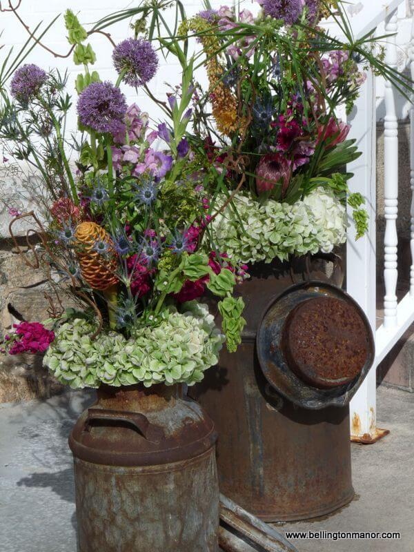 Étourdissez avec des arrangements de fleurs sauvages saisonniers
