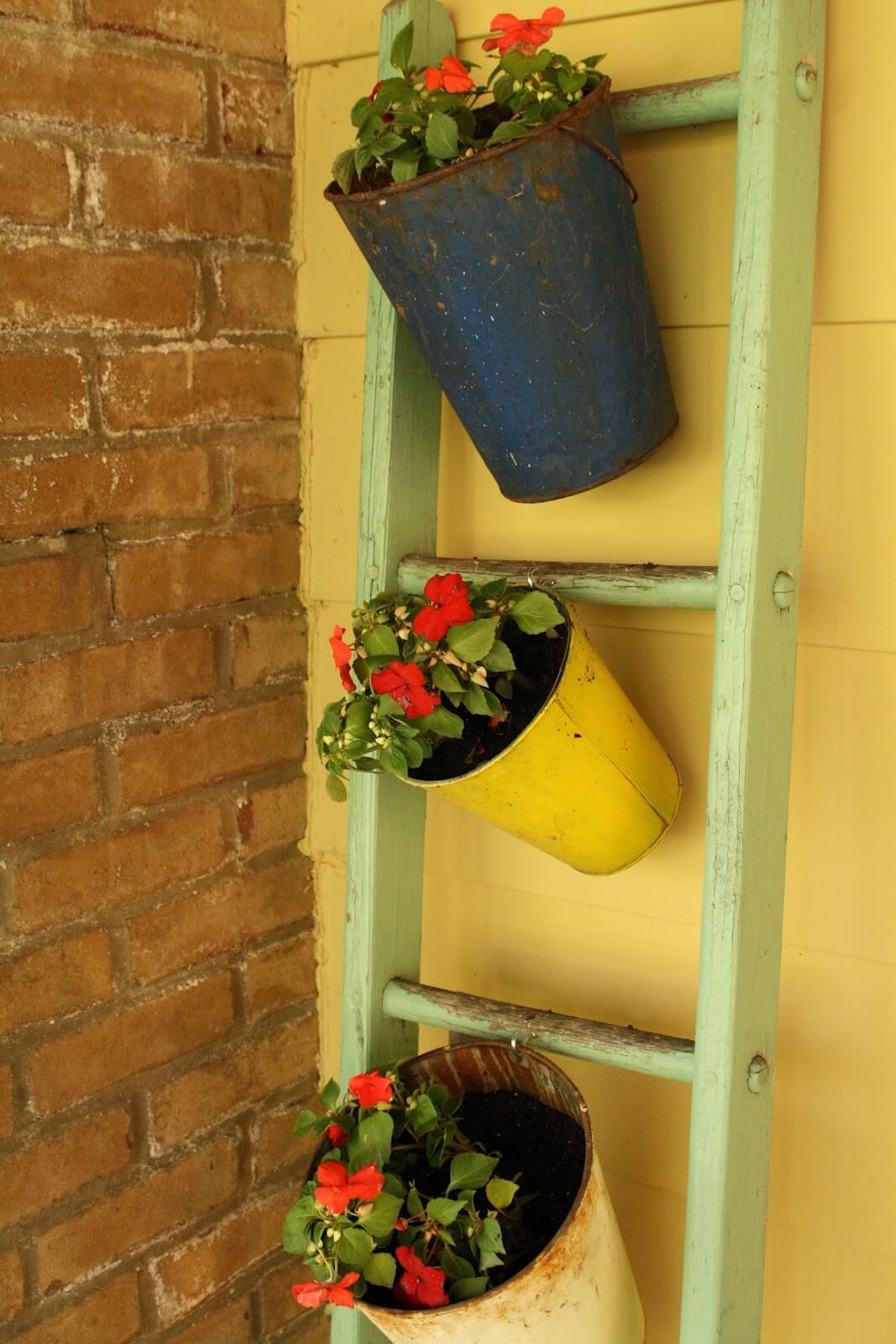 Ancien support à plantes à échelle bleu aqua