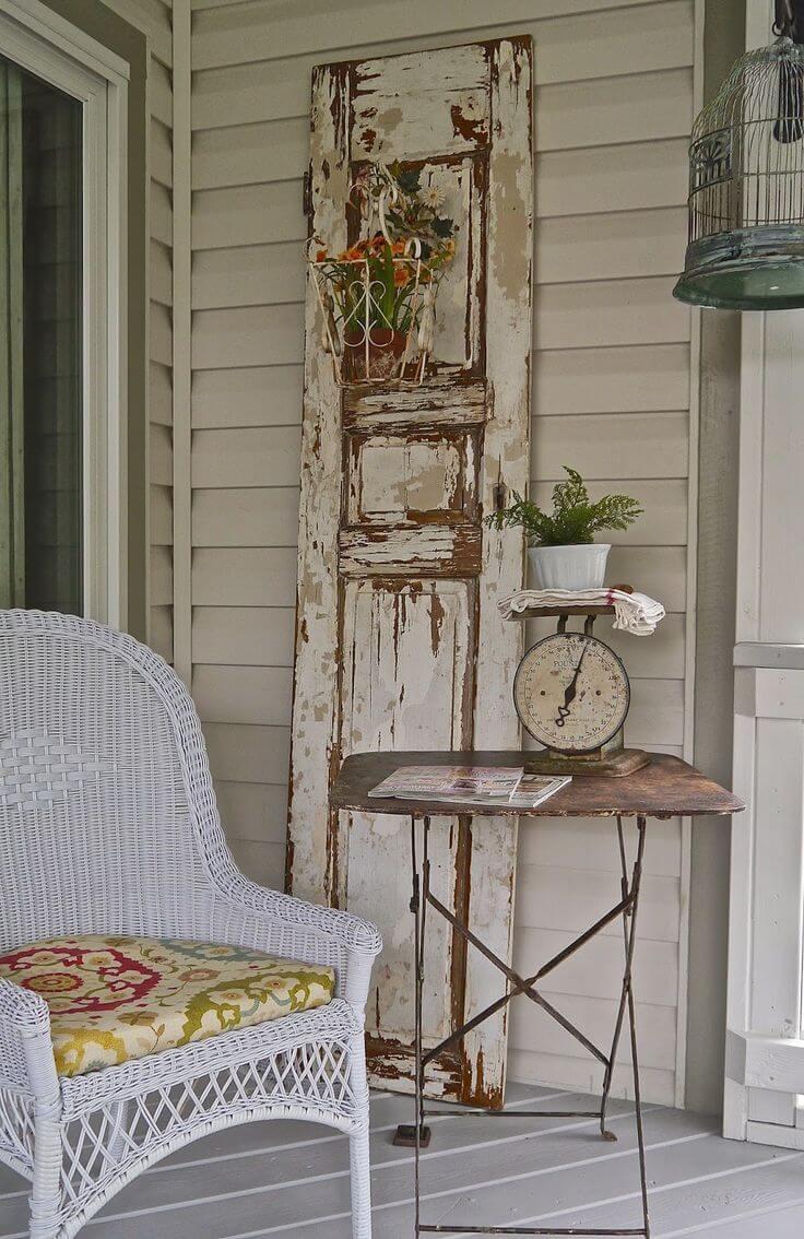 Une autre grande idée de décoration de porte ancienne