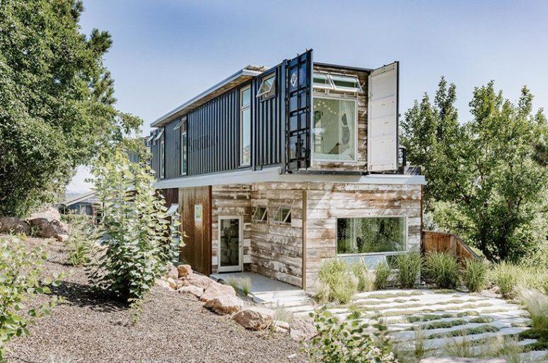 Il est construit avec une consommation d'énergie nette zéro à l'esprit, il y a des panneaux solaires et une isolation en mousse