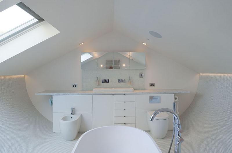 Salle de bain de la maison avec terrasse