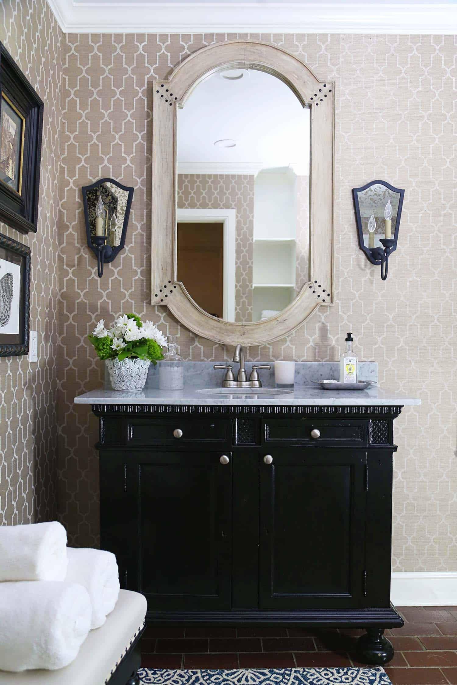 salle de bain en poudre de style transitionnel