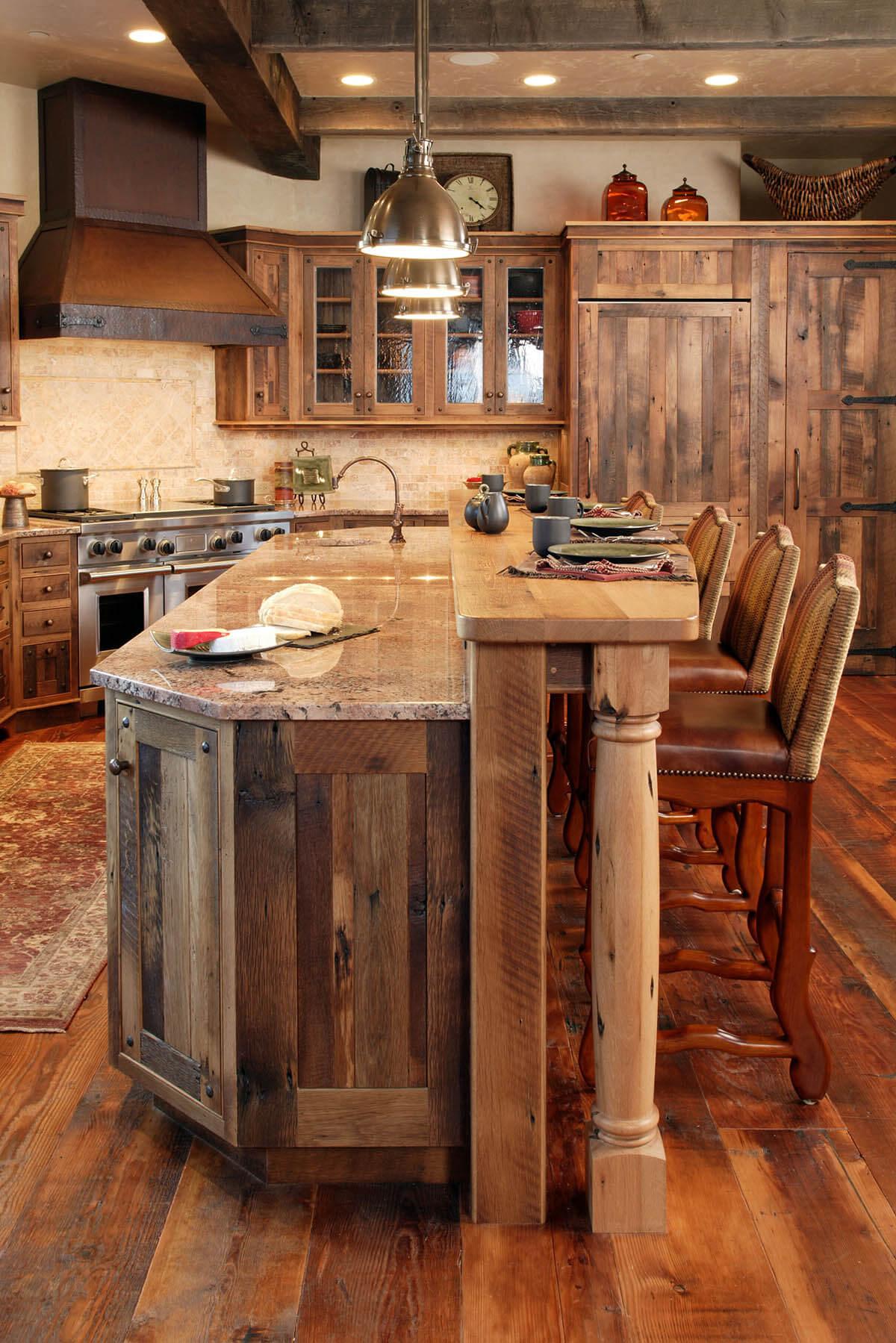 Une promenade dans la cuisine lambrissée en bois