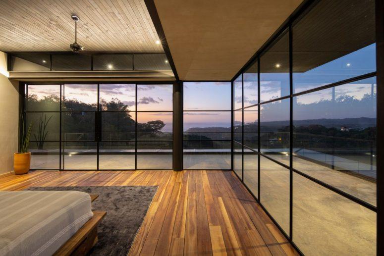 Les chambres ont accès à leurs propres terrasses spacieuses et bénéficient d'une vue sur l'océan et les montagnes
