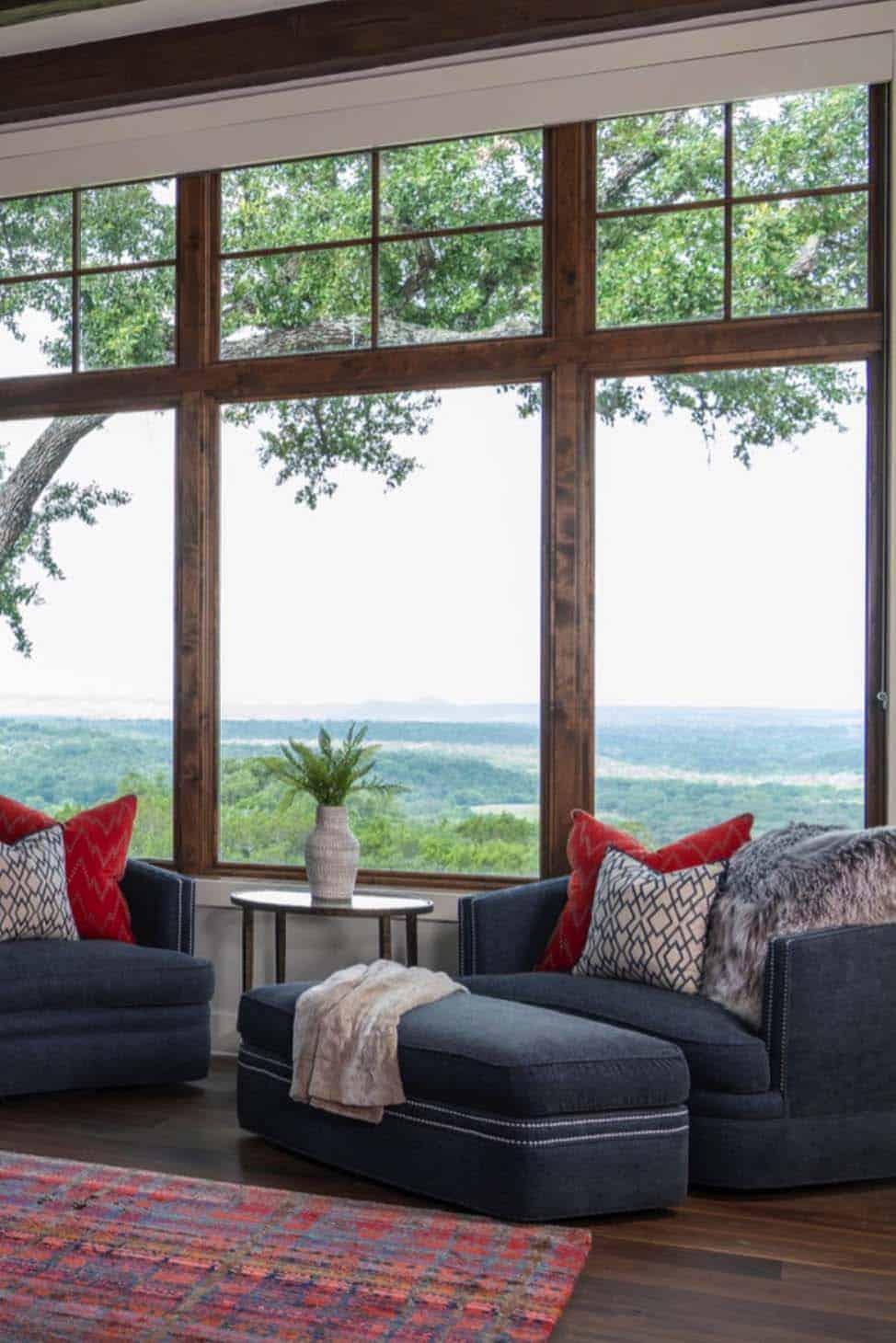 chambre-ranch au sommet d'une colline