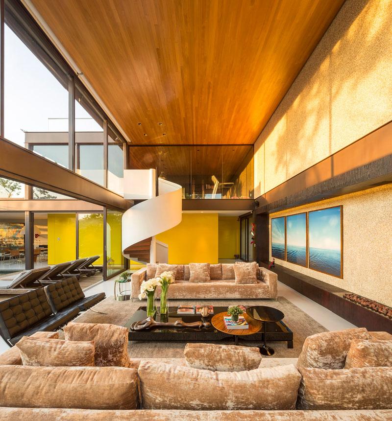 Mur jaune de la résidence Limantos
