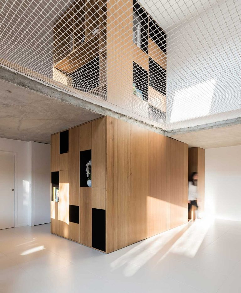 Ce cuzt est fait des pièces principales de la maison, il montre quelques espaces de rangement intégrés