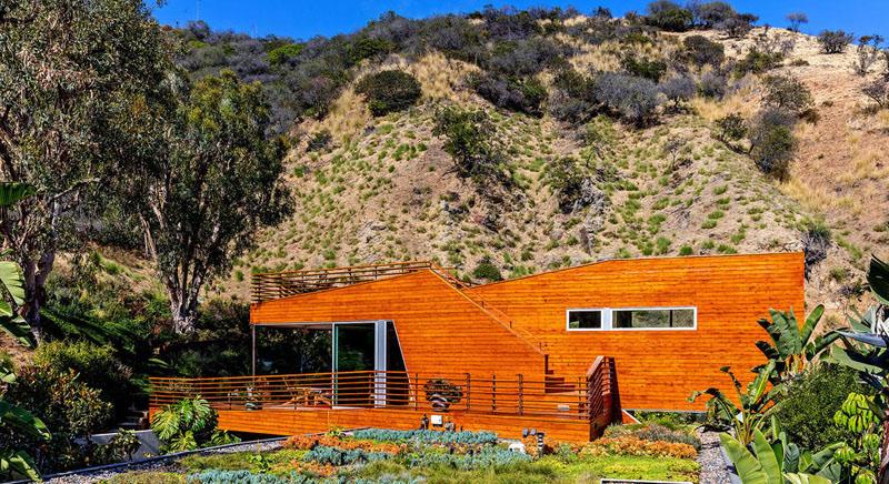 toit vert maison recouvert de bois