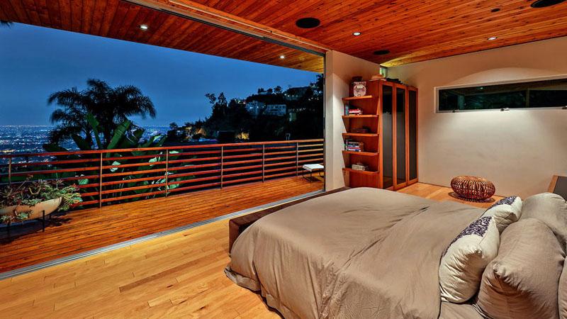 chambre à coucher à la maison en bois