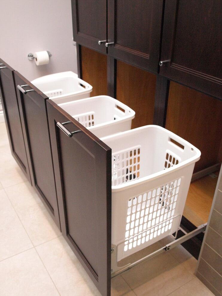 Rangement de linge sale dans la salle de bain