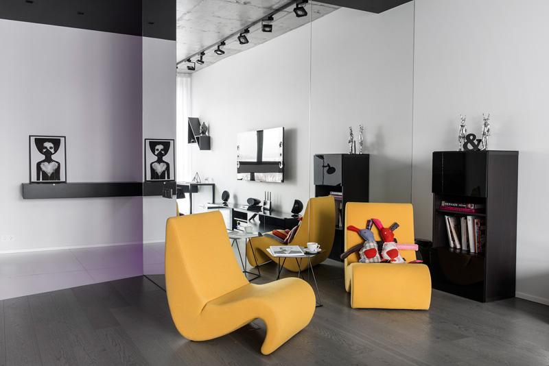 Chaise d'appartement noir et blanc