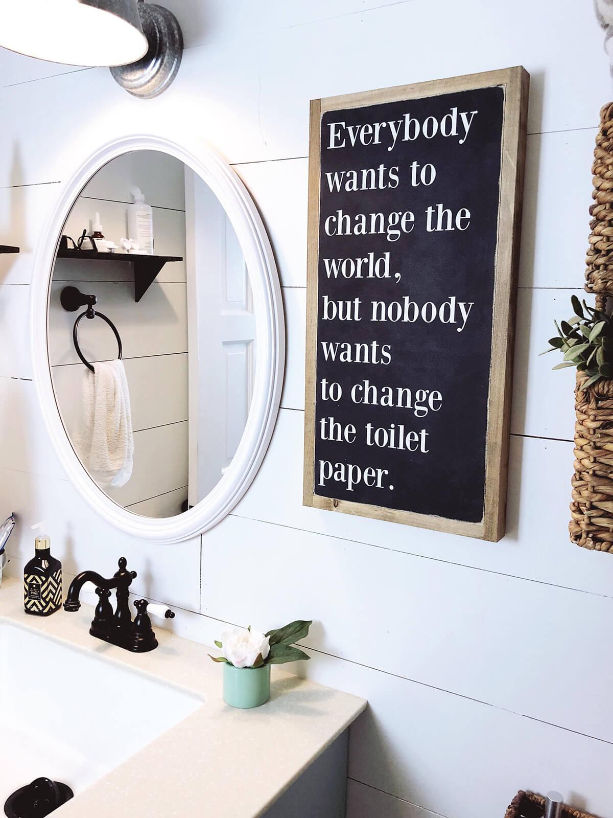Changer le signe des toilettes en papier toilette