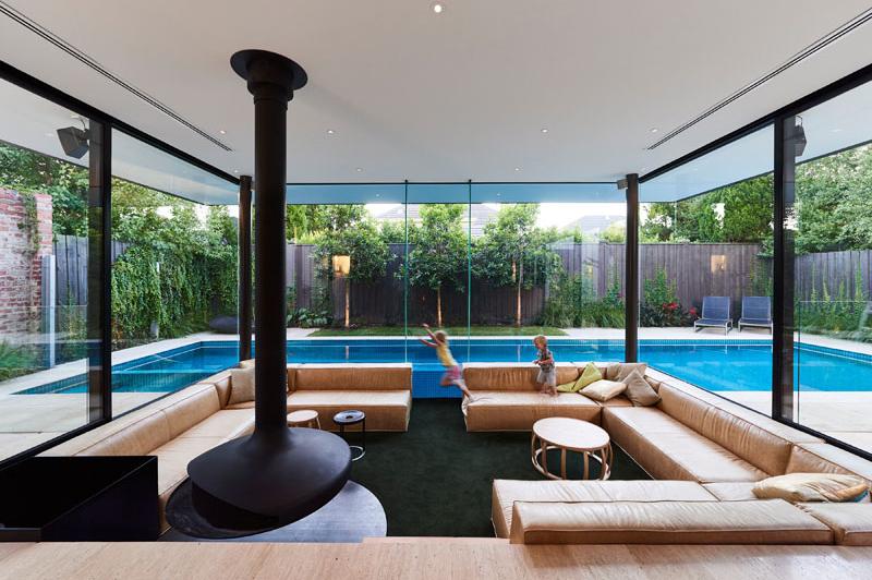 Salon en contrebas du Pool House