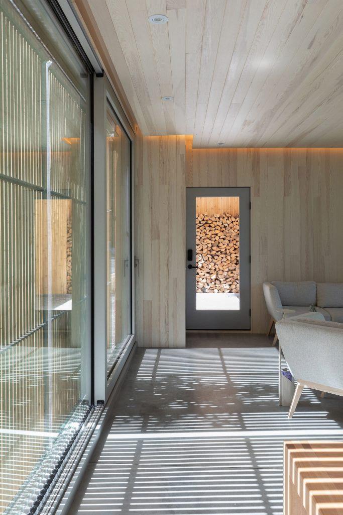 Presque toute la maison est construite en bois, à l'intérieur et à l'extérieur, pour en faire un mélange entièrement naturel et paysager