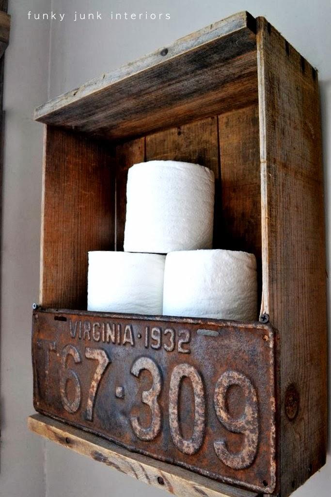 Étagère de salle de bain rustique avec plaque d'immatriculation recyclée