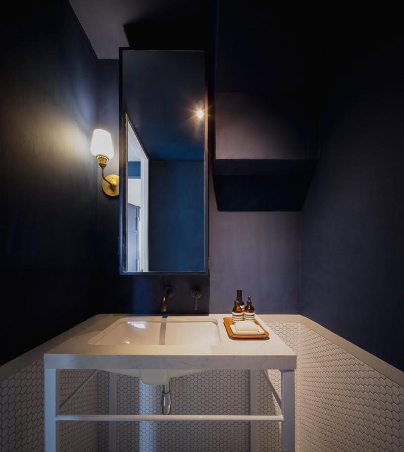 Évier d'appartement bleu noir